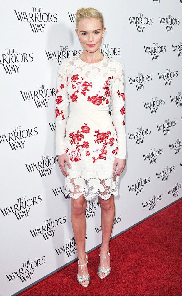 You can always count on Kate Bosworth to turn heads on the red carpet // Wearing a floral-print, white lace-trimmed dress