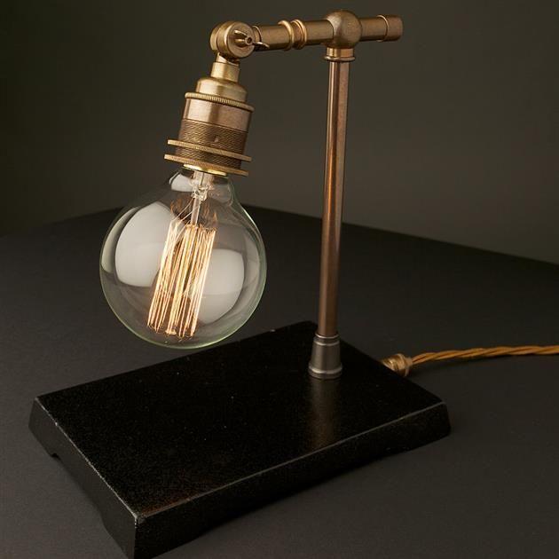 Vintage koperen lamp met industriële uitstraling   | roomed.nl