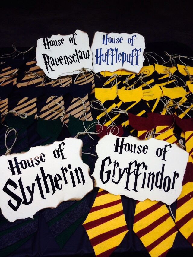 The guests of this Harry Potter baby shower, were sorted into the 4 Houses of Hogwarts. They had to play the games together. So we made felt ties to symbolize the House. A little hot glue and twine... Viola! Hogwarts formal wear complete