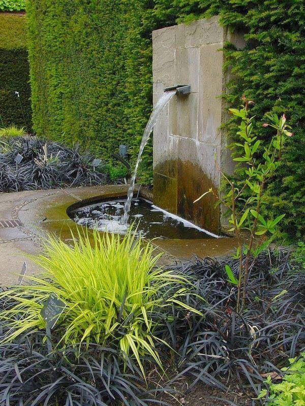 Existem diversas formas de introduzir o elemento água no paisagismo. Lagos podem dispender um volume maior de investimento. Então, que tal f...