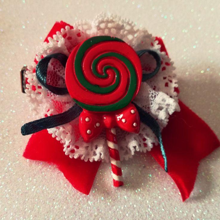 #handmade #hairclip #hair #rockabilly #pinup #noel #christmas #gift #dono #lollipop #babbonatale #velvet #rosso #red #bow #fiocco #capelli #fermaglio #december #25december #christmaseve #sweetness #candycane #elf