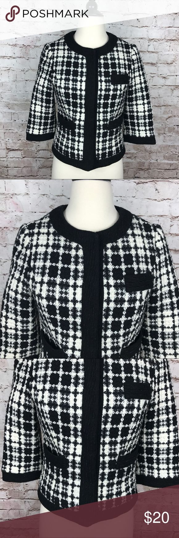 """Bloomingdale's Aqua Wool Blend Blazer S Bloomingdale's Aqua Women's Black and White Wool Blend 3/4 Sleeve Blazer Small S  80% Polyester, 20% wool Measurements :  Armpit to armpit: 16""""  Sleeve: 16""""  Shoulder to bottom: 20""""  Check out my other items! Aqua Jackets & Coats Blazers"""