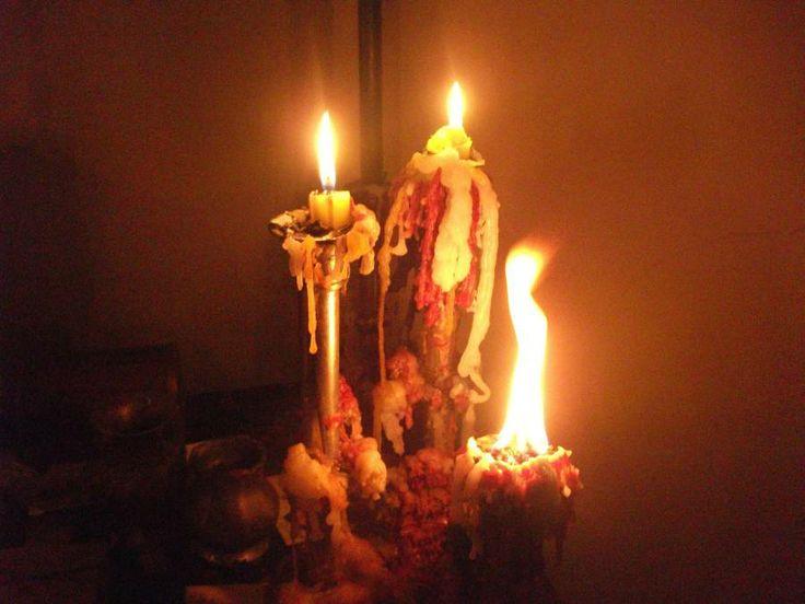 Si la llama de la vela se levanta con fuerza, puede dejar que las salamandras se manifiesten, como en la fotografia que te enseñamos, así que no la apagues, deja que arda hasta el final  Si se termina consumida del todo es señal de éxito.