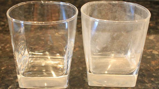 Vos verres sont pleins de traces de calcaire ? Si vous êtes dans une région avec une eau dure, ce n'est pas étonnant. Au fil du temps, le calcaire blanchit vos précieux verres. Et votre lave-va...