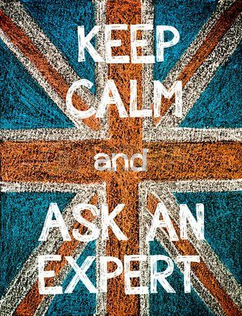 Gardez le calme et Demandez � un expert. Royaume-Uni du pavillon (Union Jack britannique), l'image de concept de l'humour cru dessin � la craie sur le tableau noir main photo
