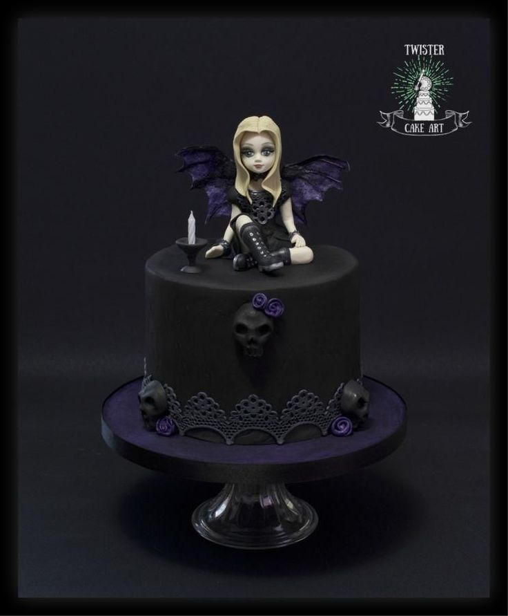 Gothic cake by Twister Cake Art