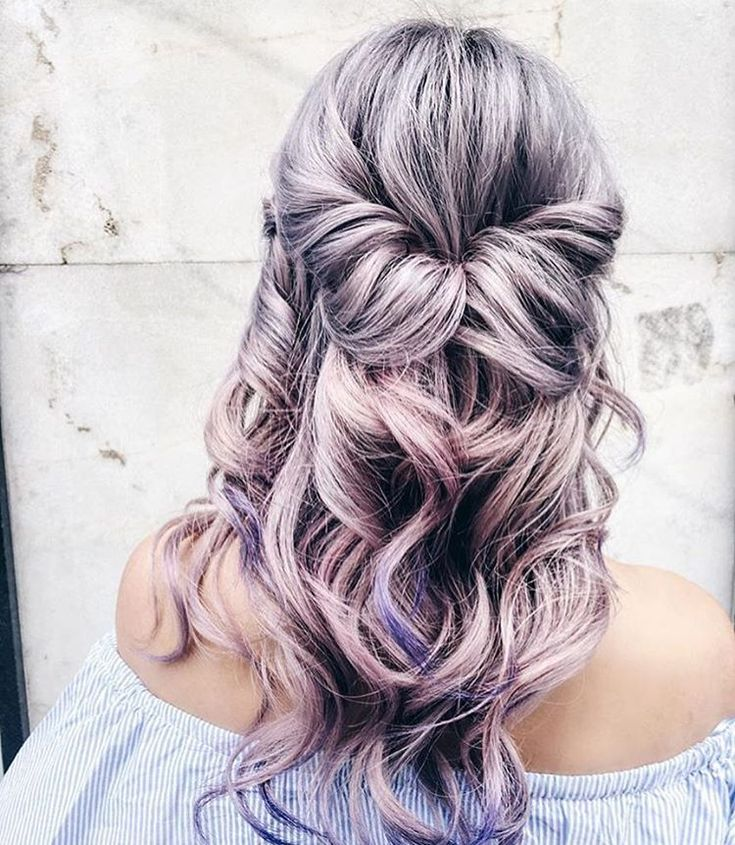 This half-up topsy tail with loose curls is second day curls style perfection! Keep it looking fresh and add some volume with Big Sexy Hair Volumizing Dry Shampoo.https://www.sexyhair.com/dry-shampoo.html