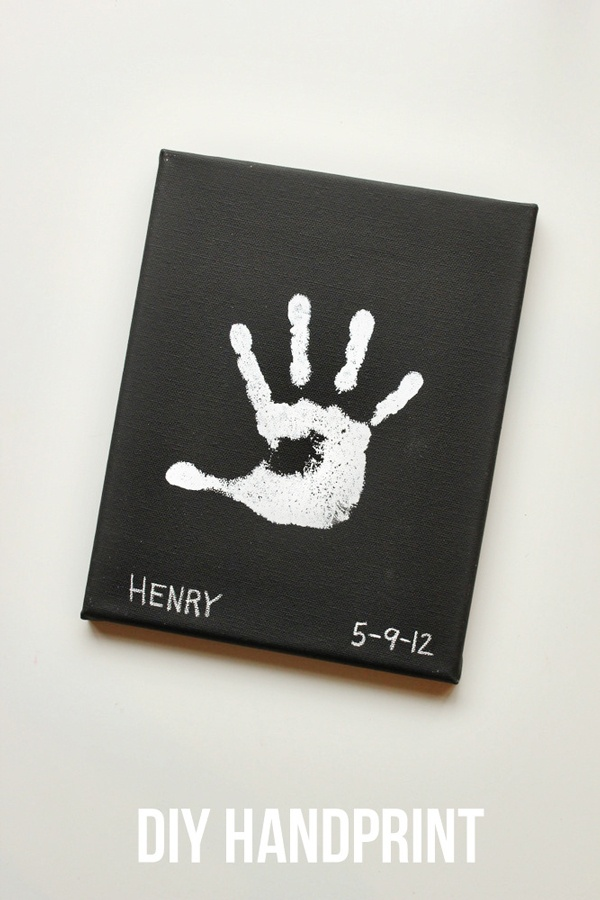 Cute way to fancy-up a simple handprint. I'm thinking doing this in primary colors for the kids bedroom. and