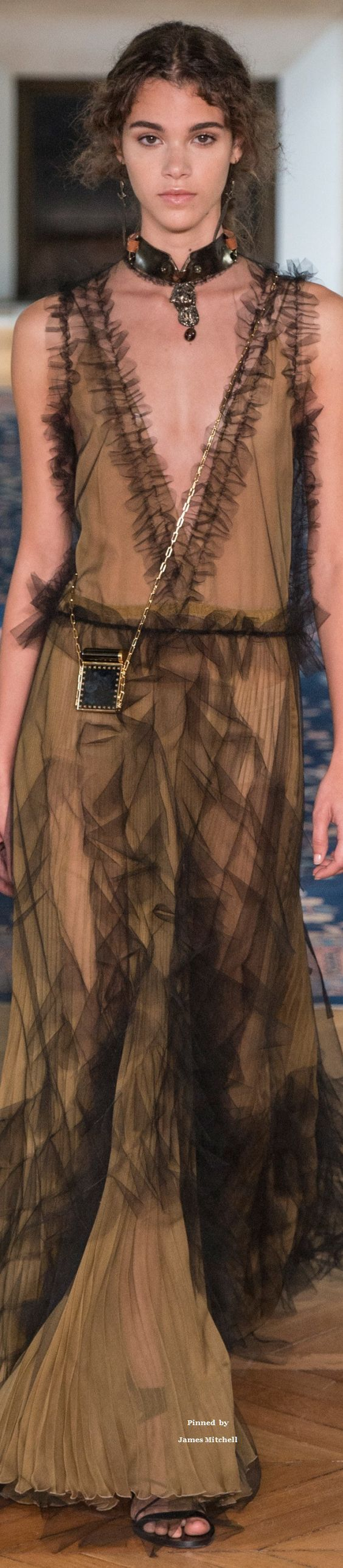 Valentino Collection Spring 2017 Ready-to-Wear