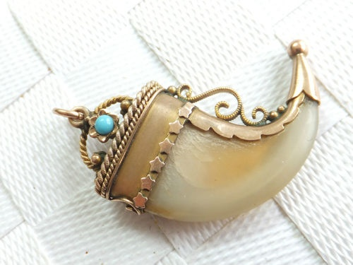 Fine 9K Victorian Turquoise Tigers Claw gold pendant