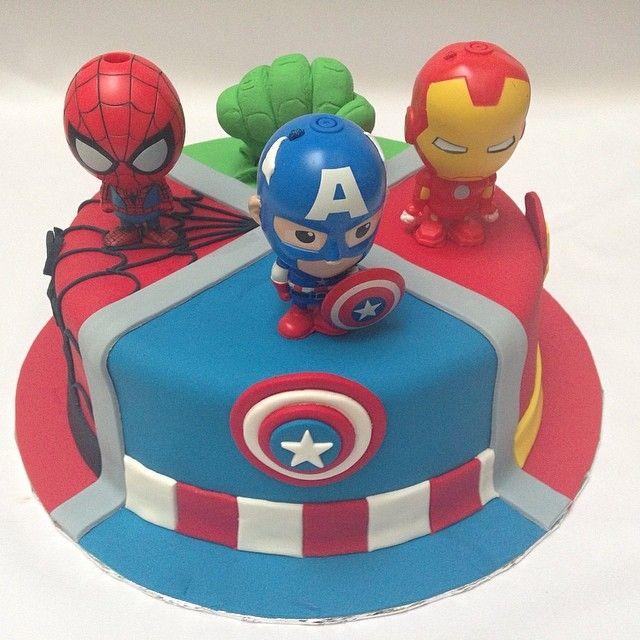 #avengerscake #avenger #kueimut #kueultah #superheroes #icing #icingcake #boy…