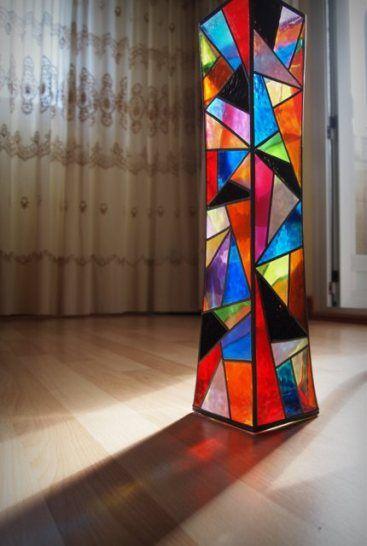 Pintura Vitral  Jarrón   This is a nice geometric lamp.