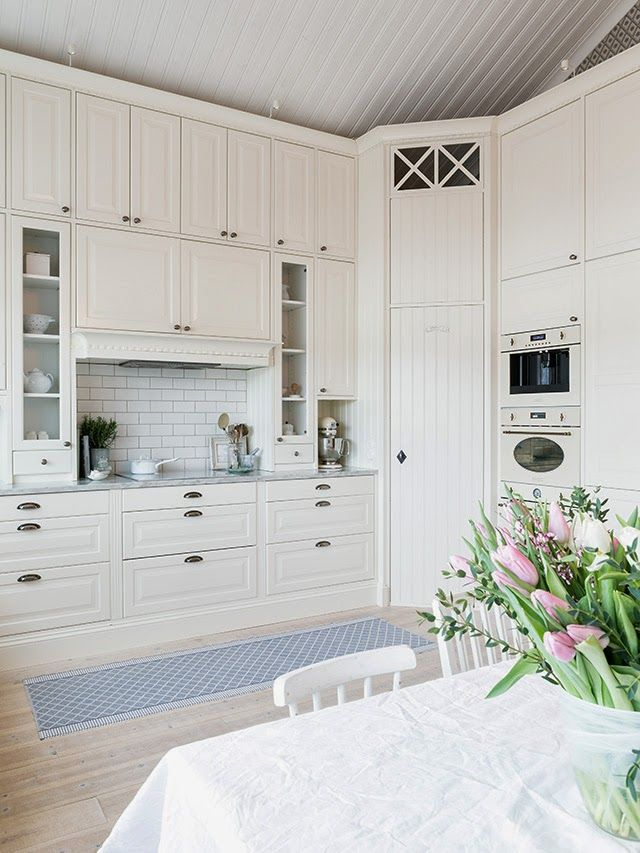 white swedish country kitchen #kök #lantligt