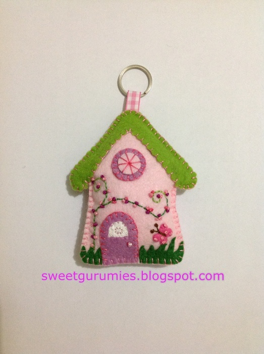 Felt zipper pull Make a castle with a knight or king Gingerbread house with a gingerbread man