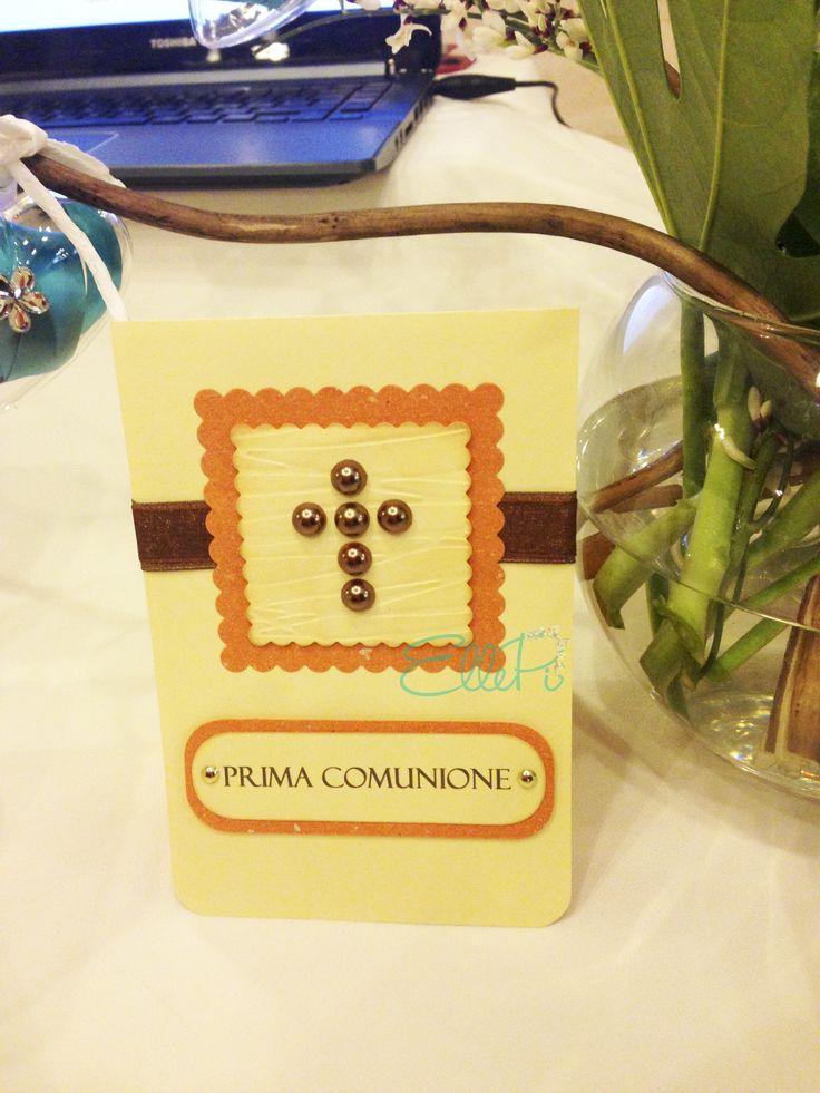 INVITO PRIMA COMUNIONE/CRESIMA  Formato apri e chiudi verticale. Tema carta, perle e colore nastro sono personalizzabili. SPEDIZIONI IN TUTTA ITALIA