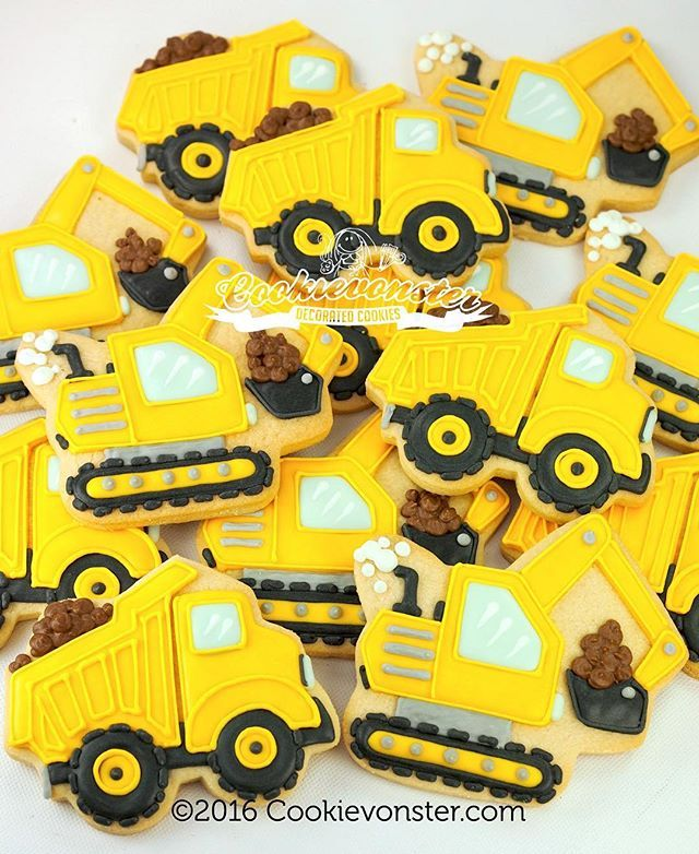#Diggers and #dumptrucks! What else does a little boy need?  #construction #cookies #vancouvercookies #edibleart #constructionparty #cookievonster #yellow #decoratedcookies #shortbread #customcookies