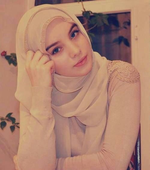her skin is so healthy she looks really cute in hijab