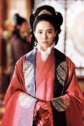 Song Ji-hyo is a South Korean TV and film actress. She is well known for her portrayal of ballerina Min Hyo Rin in Princess Hours, Lady Ye So-ya in MBC Jumong and as the Queen in A Frozen Flower.