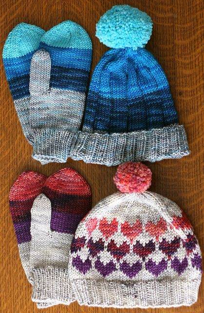 Grammy's hat and mitts free pattern designed by Tanis Lavallée