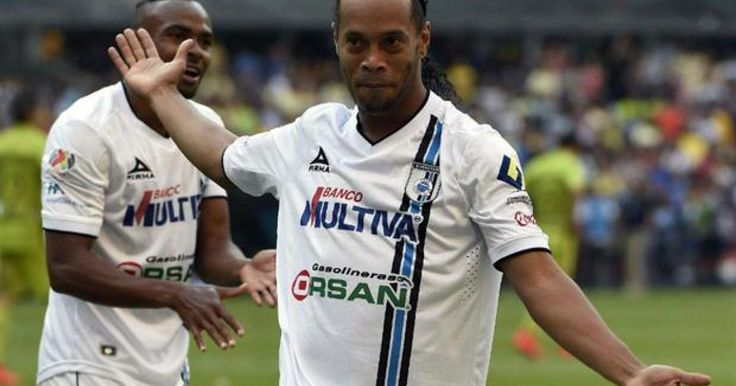 MÉXICO(AFP) - Con apenas 10 minutos en la cancha, Ronaldinho hizo dos goles en el triunfo del Querétaro por 4-0 sobre al América, vigente campeón del fútbol mexicano, en un partido de la decimocuarta jornada del torneo Clausura-2015 jugado en el estadio Azteca.