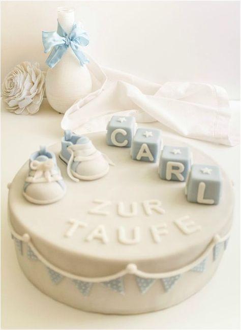 Der absolute Klassiker eines Taufkuchens mit Bausteinen und Babyschuhen. Gefüllte …   – Kuchenideen