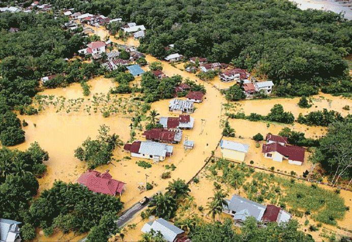 Banjir Bandang Tenggelamkan Ratusan Rumah dan Ratusan Hektar Kebun Rusak Seperti yang dikutip dariJawa Pos 29 Nov 2015,Banjir bandang menerjang wilayah Ka