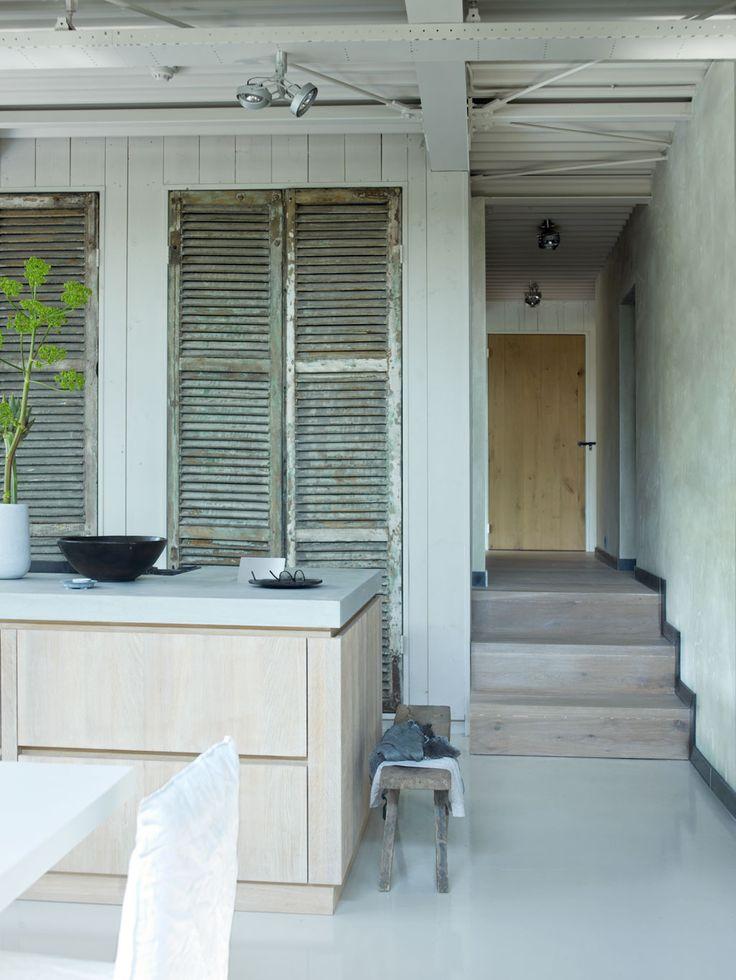 Studio complex Photographer: Tjitske van Leeuwen   Stylist: Marianne van Luning #binnenkijken #vtwonen #kitchen #wood #basic #nature