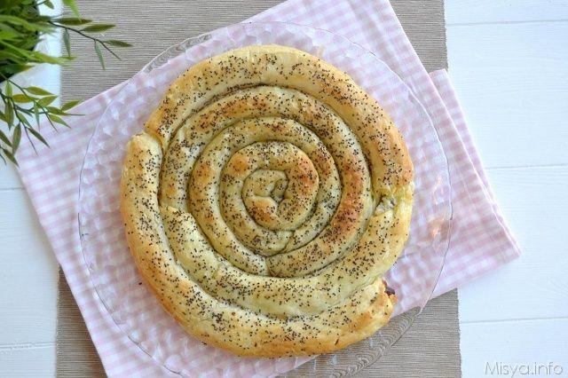 Girella di sfoglia ripiena, scopri la ricetta: http://www.misya.info/ricetta/girella-di-sfoglia-ripiena.htm