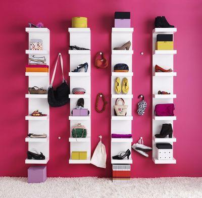 Avoir une petite chambre ne signifie pas se priver d'un dressing. Découvrez toutes les petites astuces pour ne perdre aucun m2 et avoir un dressing à votre image.