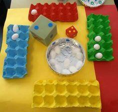Juego de mesa con objetos caseros para enseñar a los niños el valor de compartir en equipo.