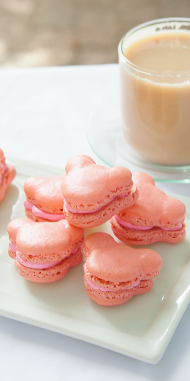 Try these delicious and adorable Mickey Mouse French Macaroons!
