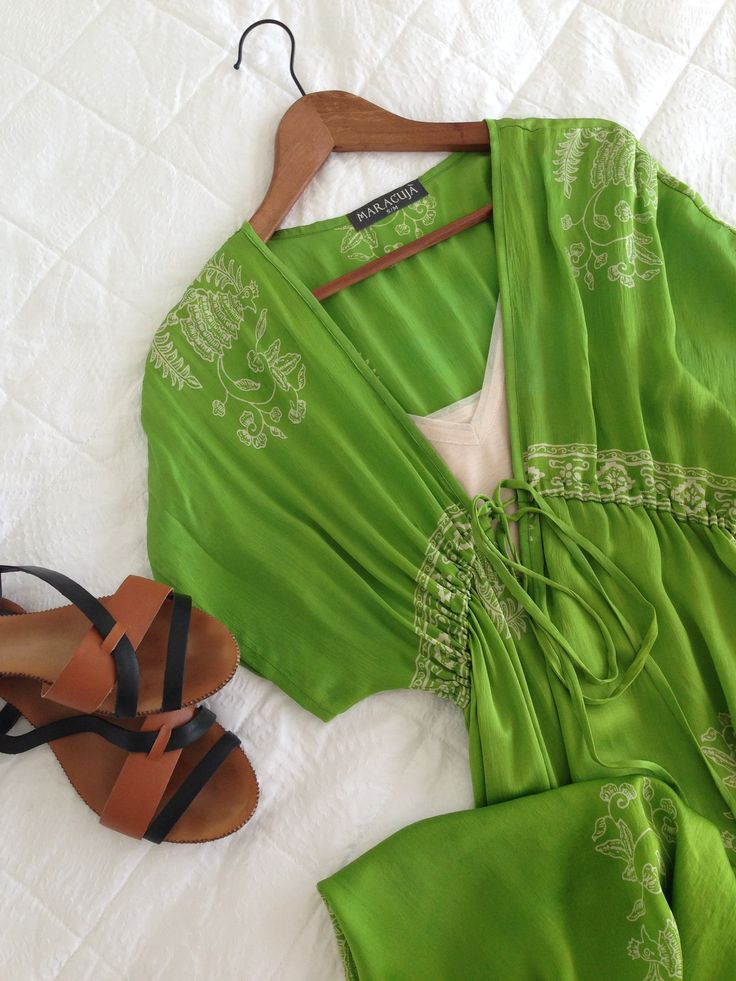 BEACH PARTY My most favourite bright green summer dress plunges just a bit too low in the front! The simple solution is my Nude Or Not cami form Sheath Beneath. Its got just a touch of mesh around the neckline to complement the outfit. I team it with my Zara sandals and beach party here we go! sheathbeneath.com #sheathbeneath #camis #slips