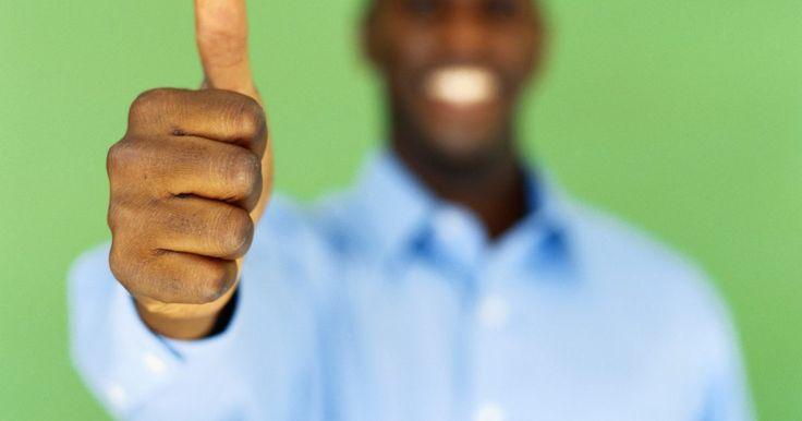 """Cómo hacer """"pulgares hacia arriba"""" en el teclado. Los psicólogos sociales y los sociólogos sugieren que tan importante es lo que dices como la forma en que lo dices. La comunicación verbal, en otras palabras, está incompleta sin las señales no verbales como el tono de voz, la expresión facial y el lenguaje corporal. Las personas entendidas en tecnología han llegado a superar esta barrera en gran ..."""