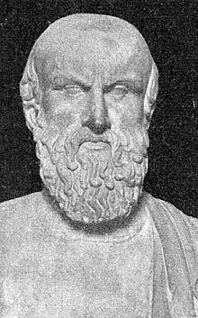 La richesse d'Athènes attire les talents de toute la Grèce, Avec l'État athénien, elle favorise les sciences et les arts, notamment l'architecture. Athènes devient le centre grec de la littérature, de la philosophie et des arts. Parmi les grands noms de l'histoire culturelle et intellectuelle occidentale qui vécurent à Athènes à cette époque on trouve : les tragiques Eschyle, Euripide et Sophocle, le poète comique Aristophane, les philosophes Aristote, Platon, et Socrate, les historiens…