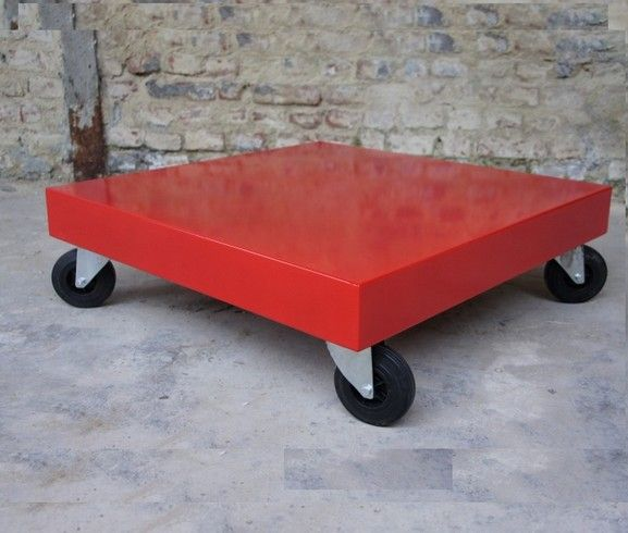 table basse rouge Table metal rouge Table Design  www.loftboutik.com