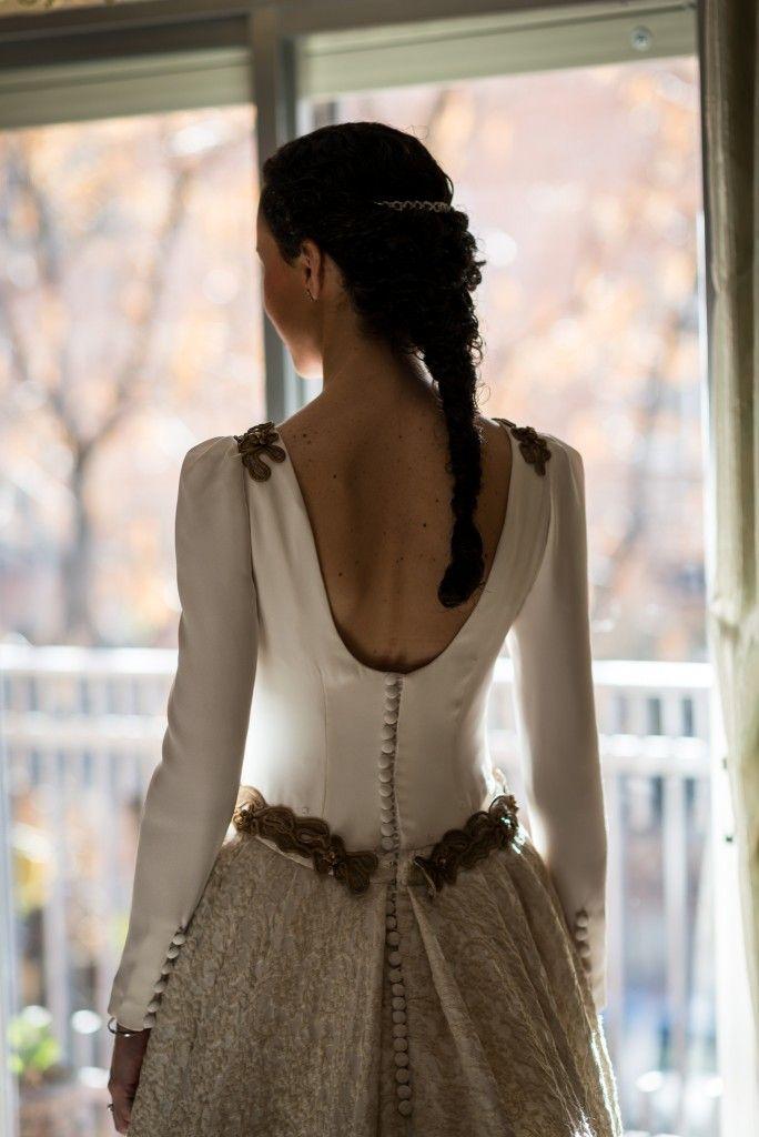 Precioso escote en la espalda de Rocío. BEATRIZ-ALVARO-novias-beatriz-alvaro-alta-costura-madrid-vestidos-a-medida-atelier-novias