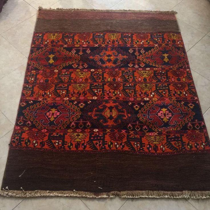 Las dos #guerras mundiales representan un periodo de declive para #tejidos y las #alfombras #persas. Después Desemboca en lujosísimas alfombras, gracias al mecenazgo de periodo de los Pahlavi. Entonces la calidad de alfombras iraníes subieron pensado a exportar.  #alfombra #tapete #rugporn #kilim #gilim #capazo #tapiz #tapices #textil #etnico #decor #singular #artesania #peculiar #carpet #rug #persian_carpet #homedecor #bordados #embroidery #vintage #antiguedades #decoracion  #decoration