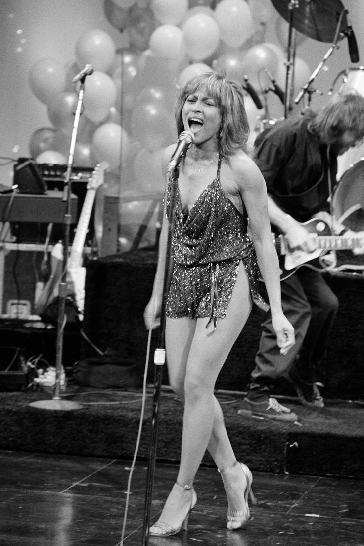 Esta tarde todo el rock en la radio...  Desde las 15 a las 18 horas: DEJALO SER RADIO programa en vivo de clásicos del rock con la conducción de Julio Cesar.  Visita www.radiodelospueblos.com y escúchanos por internet !!!   Tina Turner #celebrities