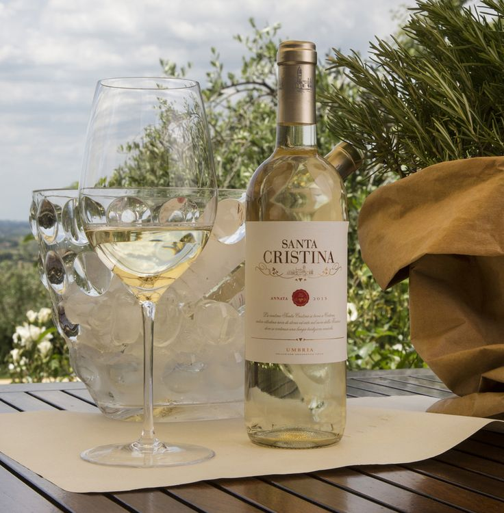 Straw yellow in color, the wine shows intense and complex aromas, more fruity than floral with a felt presence of both citrus and tropical fruit. The flavors are supple and savory and recall the fruit first felt on the nose in a wine of much drinking pleasure.