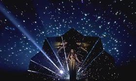 Eurovision 2017: Ηνωμένο Βασίλειο: Έκρηξη από χρυσό στη σκηνή του Eurovision Arena!   Η Lucie Jones η οποία κατάγεται από την Ουαλία εκπροσωπεί φέτος το Ηνωμένο Βασίλειο στον διαγωνισμό της Eurovision.  from Ροή http://ift.tt/2rcC2U9 Ροή
