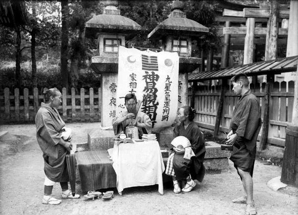 a fortune teller at inari temple from in lotus land japan 1910 by h g ponting photographie. Black Bedroom Furniture Sets. Home Design Ideas