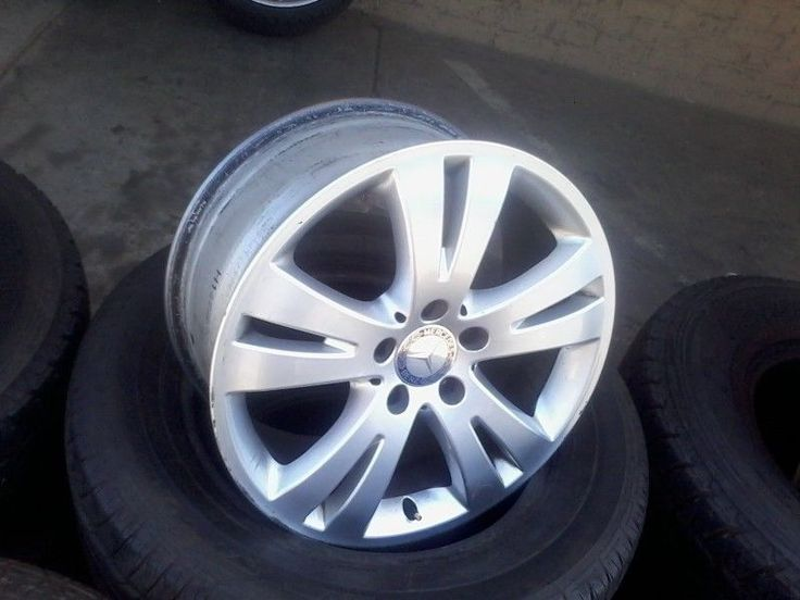 Very good conditioned tyres! 65% tread. 275 30 20 Pirelli on 90% tread @ R 1900 each .used tyres mags