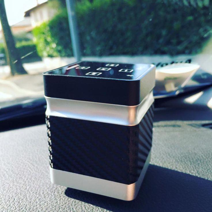 Carbon look... vanitoso lui! #speakerbluetooth #soundwaver #carbon #look #uniqual