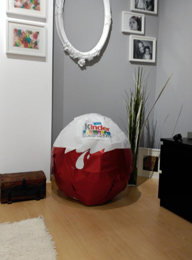 Os paso el post de como he fabricado un huevo kinder gigante.http://blogdemariasegovia.blogspot.com.es/2016/02/fabricacion-huevo-kinder-gigante.html