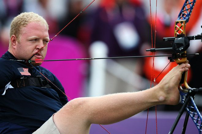 Matt Stutzman, a 29 year old Iowan who was says he was born without arms, but 'NOT born without will', won the Silver Medal in Archery at the London 2012 Paralympic Games. via wsj and http://www.inspirationalarcher.com/   Photo by Wang Lili/ZUMA24.com #Paralympic_Games #Archery #Matt_Stutzman #wsj