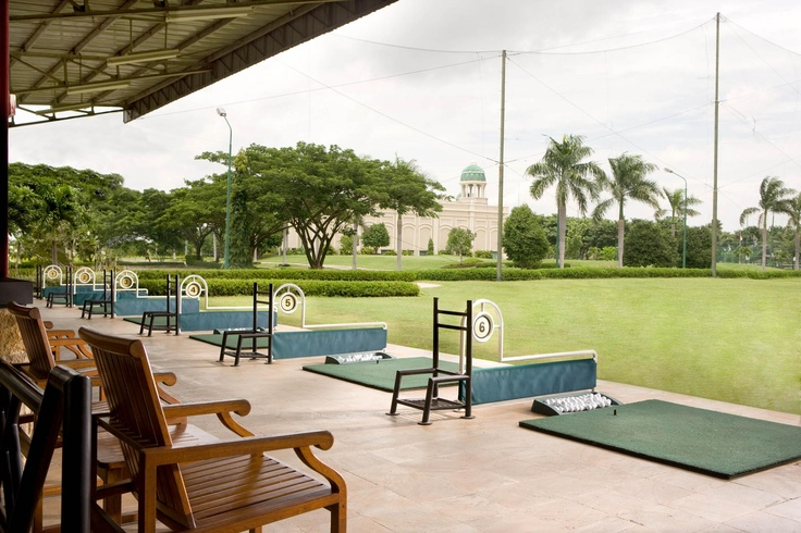Relax at the Pakuwon Golf & Family Club, managed by Sheraton Hotels & Resorts, where you can swim, play basketball and test your skills on an Executive Par 3 day/night golf course with a full-scale driving range