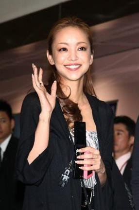 """台湾滞在中の安室奈美恵、ファンやメディアの""""追っかけ""""続く"""