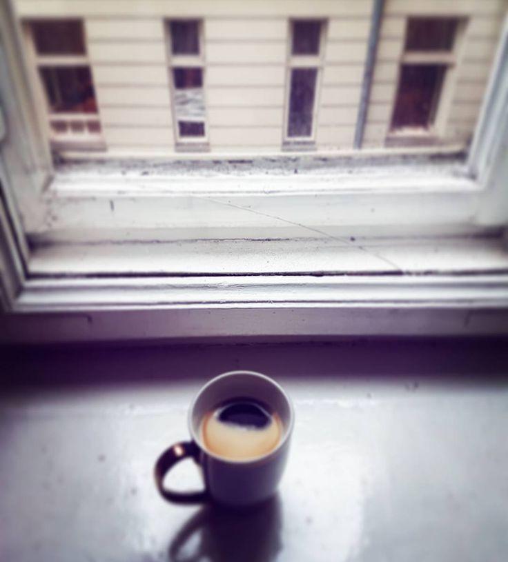 Jak się trzymacie?  U nas pogoda nie nastraja energetycznie więc zapraszamy na popołudniową kawke  Są tu jacyś #coffeeholic ?  #coffee #coffeetime #coffeeholic #akademiaprofesjonalizmu #bussines #socialmedia #blog #blogger #company #lifestyle #courses #education