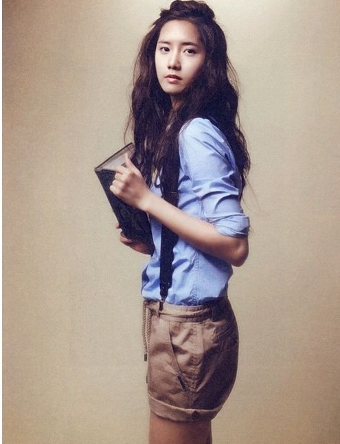 Official Korean Fashion Blog: [SNSD] Yoona Fashion. Luv this outfit, it's cool and smart and she looks so pretty