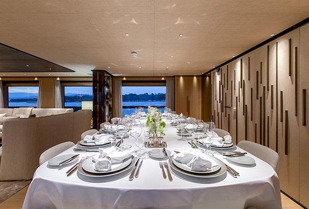 На бот-шоу Monaco Yacht Show 2017, которое состоится в Монако в сентябре, пройдет мировая премьера суперъяхты Vertige. Судно длиной 50 метров было построено на верфи Tankoa Yachts. На яхте кроме кают также умещается тренажерный зал, кинотеатр, бар, гараж для 7-метрового тендера и пляжный клуб. Яхта уже прошла испытания